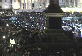 [Demonstrators in Trafalgar Square 2002-11-20 17:05 local]